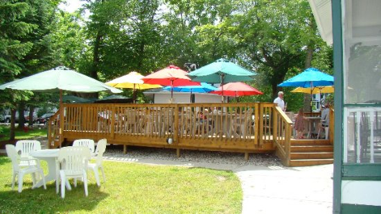 Elkhart Lake, WI: Outdoor Deck Dining