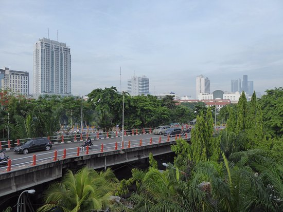 Hotel New Coklat: The flyover, as seen from a 5th floor room