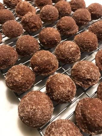 Water Mill, Νέα Υόρκη: No one can resist my baked apple cider donut holes!