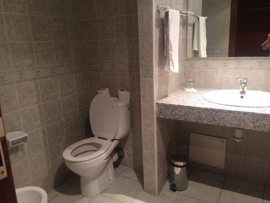 Corail Hotel: Baño.