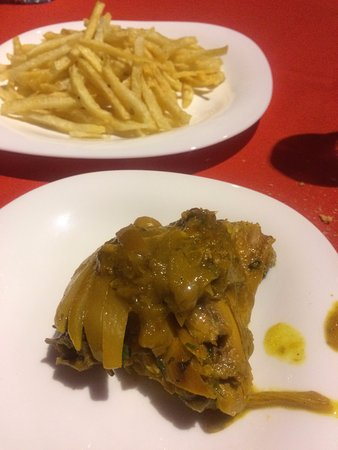 Corail Hotel: Pollo y patatas, que estaban duras, tiesas.