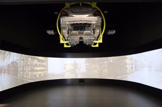 Obr zek za zen mercedes benz factory plant tour for Mercedes benz plant locations