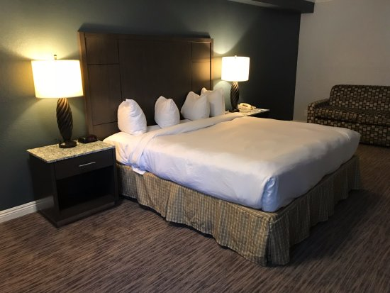 Amanzi Hotel: New King Guest Room