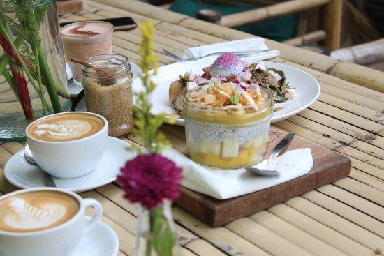 Bubba's Coffee Bar: fresh roasted coffee & healthy breakfasts