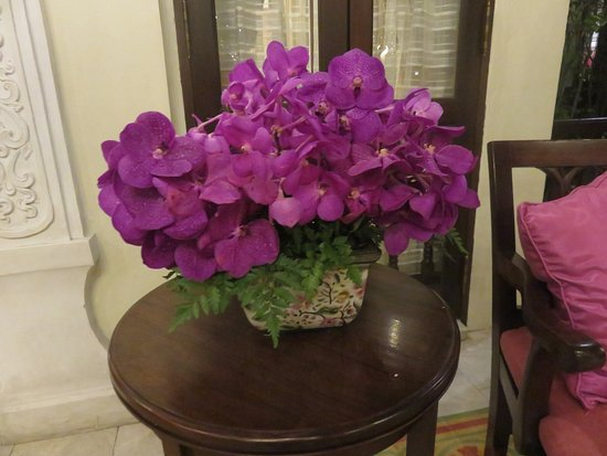 Puripunn Baby Grand Boutique Hotel: Pretty flowers everywhere