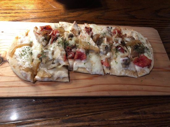 Menomonee Falls, WI: Tuscan Chicken Flatbread - as served at the restaurant