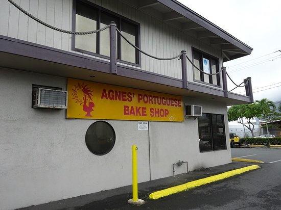 Agnes Portuguese Bake Shop: お店横の駐車場から