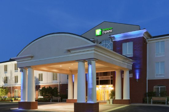 "Holiday Inn Express Hotel & Suites Auburn: A welcoming sight after a busy day spent ""On the Plains"""