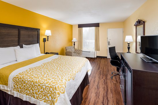 Madison, GA: ONE QUEEN BED