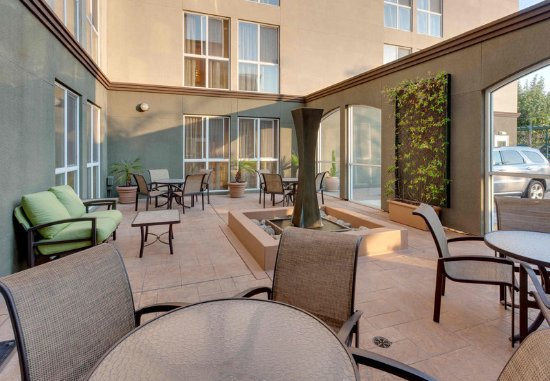 Fairfield Inn & Suites San Francisco Airport/Millbrae: Outdoor Patio