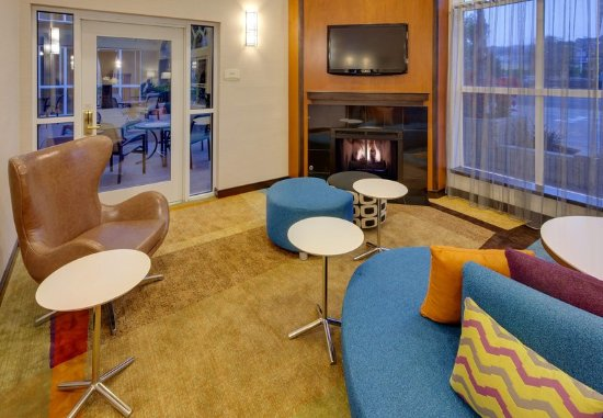 Fairfield Inn & Suites San Francisco Airport/Millbrae: Lobby - Seating Area