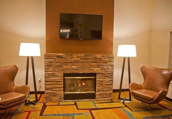 Salida, CA: Lobby Fireplace