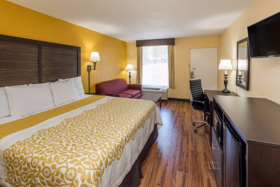 Madison, GA: ONE KING BED