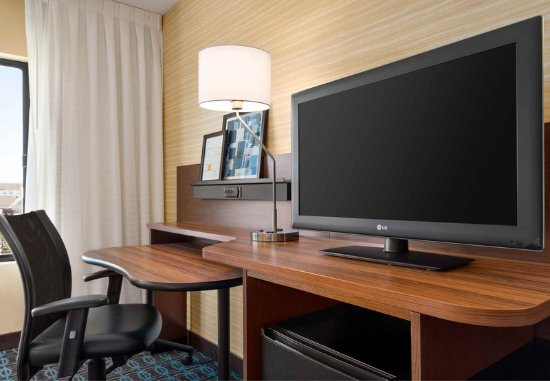 Exton, PA: King Guest Room - Amenities