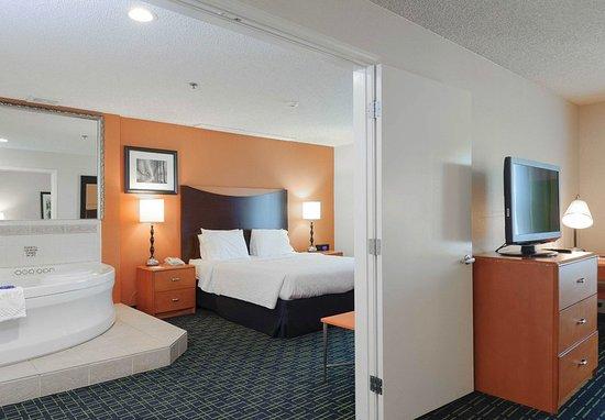 Hayward, CA: One-Bedroom Suite