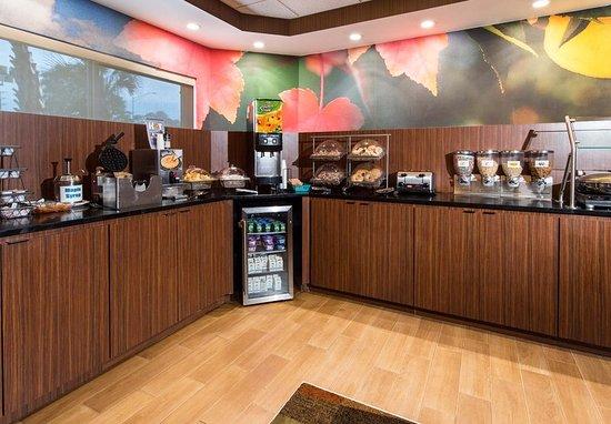 Fairfield Inn Pensacola I-10: Breakfast Area