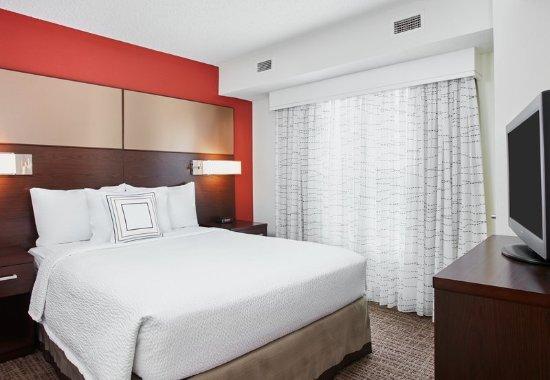 Pontiac, MI: One-Bedroom Suite - Bedroom