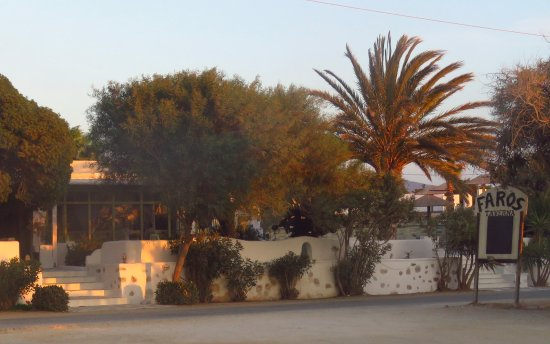 Agia Anna, Greece: This is a picture of the Restaurant from the beach road.