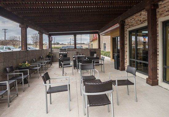 DeSoto, TX: Outdoor Patio
