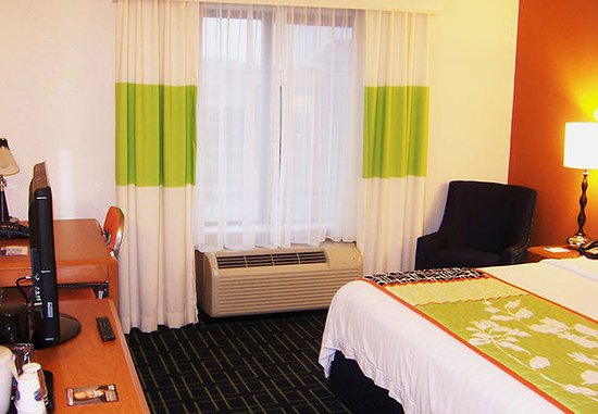 Kodak, TN: King Guest Room