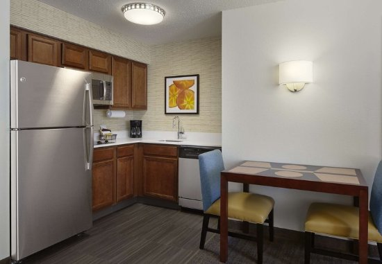 Earth City, MO: Suite Kitchen