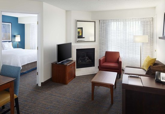 Earth City, MO: Two-Bedroom Suite Living Area