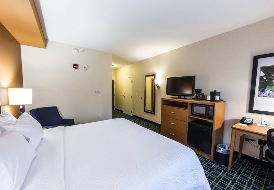 New Cumberland, PA: King Guest Room - Sleeping Area
