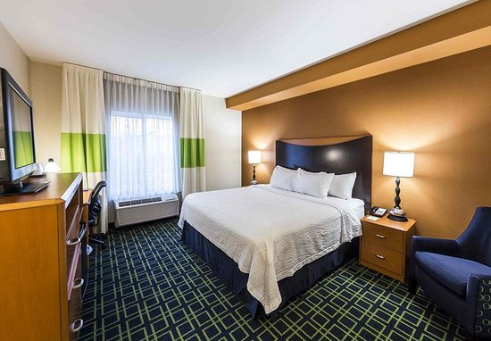 New Cumberland, PA: King Guest Room