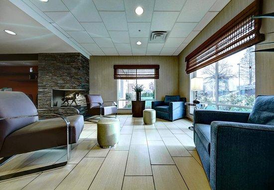 New Cumberland, PA: Lobby Seating Area