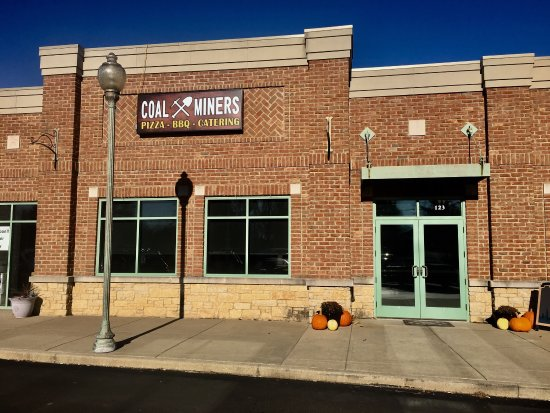 """Glen Carbon, IL: Lunch at Coal Miners, """"Coal miner's daughter"""" sandwich and burnt ends sandwich"""