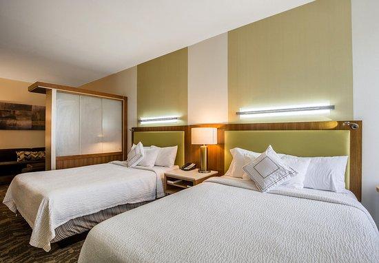 Rosenberg, TX: Queen/Queen Suite - Bedroom