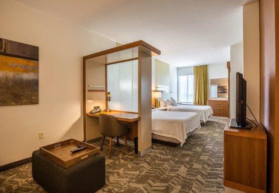 Rosenberg, TX: Queen/Queen Suite