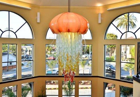 Capitola, Kalifornien: Lobby Chandelier