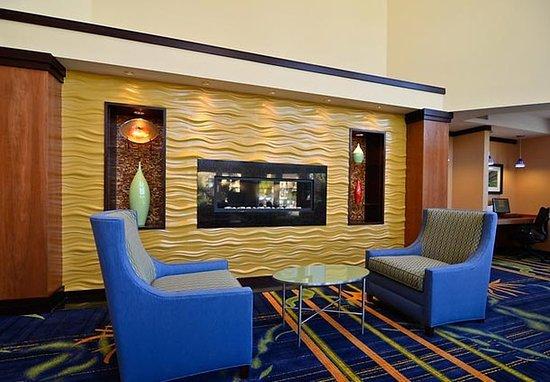 Capitola, Kalifornien: Lobby Fireplace