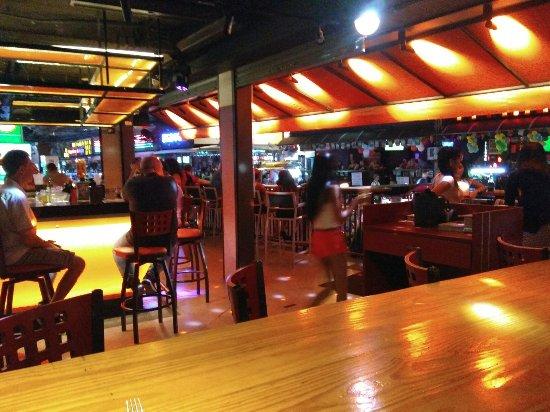 hooters nana bangkok sukhumvit restaurant reviews. Black Bedroom Furniture Sets. Home Design Ideas