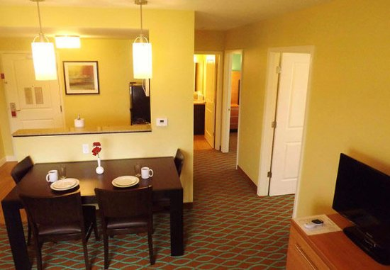 Richland, WA: Two-Bedroom Suite