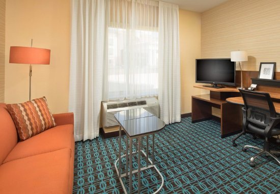 Farragut, TN: King Studio Suite - Living Room
