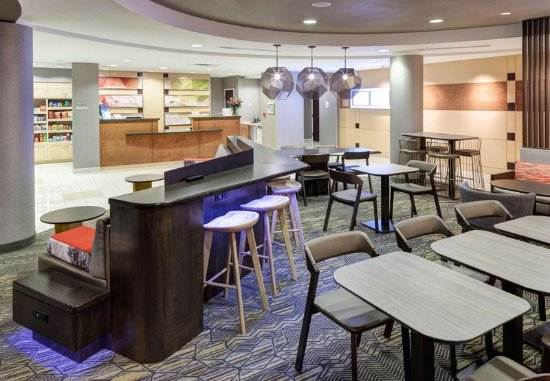 SpringHill Suites Portland Vancouver : Lobby & Dining Area