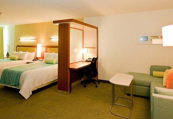 Seabrook, TX: Queen/Queen Suite