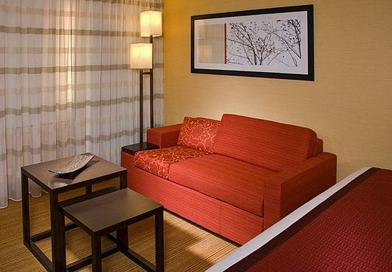 New Albany, OH: King Guest Room Sitting Area