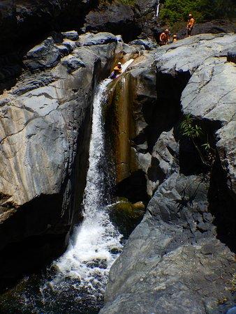 Hell-Bourg, Ile de La Réunion : Toboggan dans le canyon de Bras Rouge