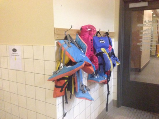 Prince George, Kanada: Life jackets for those who need them.