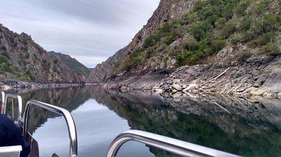 Province of Ourense, Spania: Cañón del Sil desde el catamarán