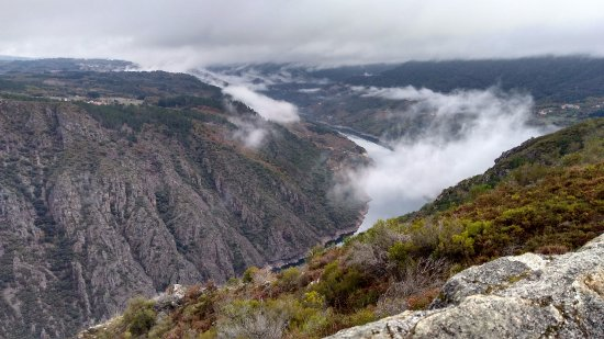 Province of Ourense, Spania: Paraje encantado del Cañón del Sil desde los miradores