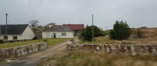 Corofin, Ирландия: A couple of houses in The Burren