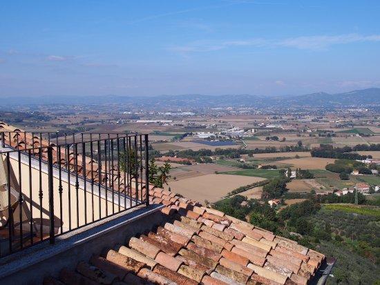 Bettona, Italië: View across plain.