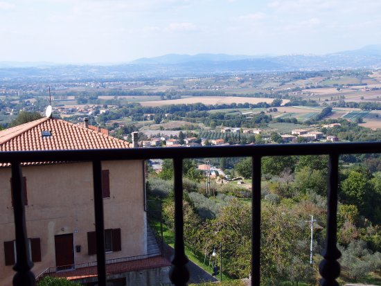 Bettona, Italien: Room was right at top of hotel.