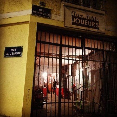 Restaurant Rue De Mouzaia  Paris