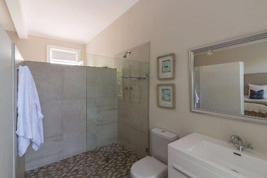 Rondebosch, Zuid-Afrika: Upstairs suite bathroom