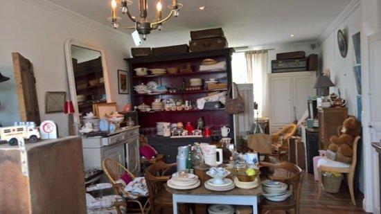 Plozévet, France : Notre boutique / la brocante